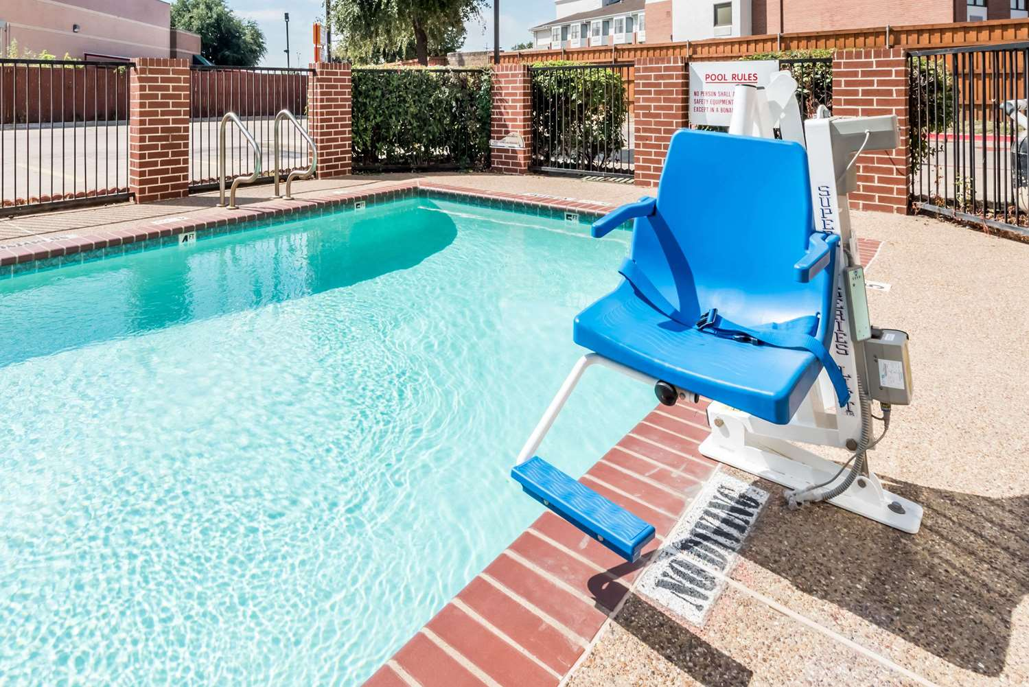 Pool - Days Inn & Suites Northwest Dallas