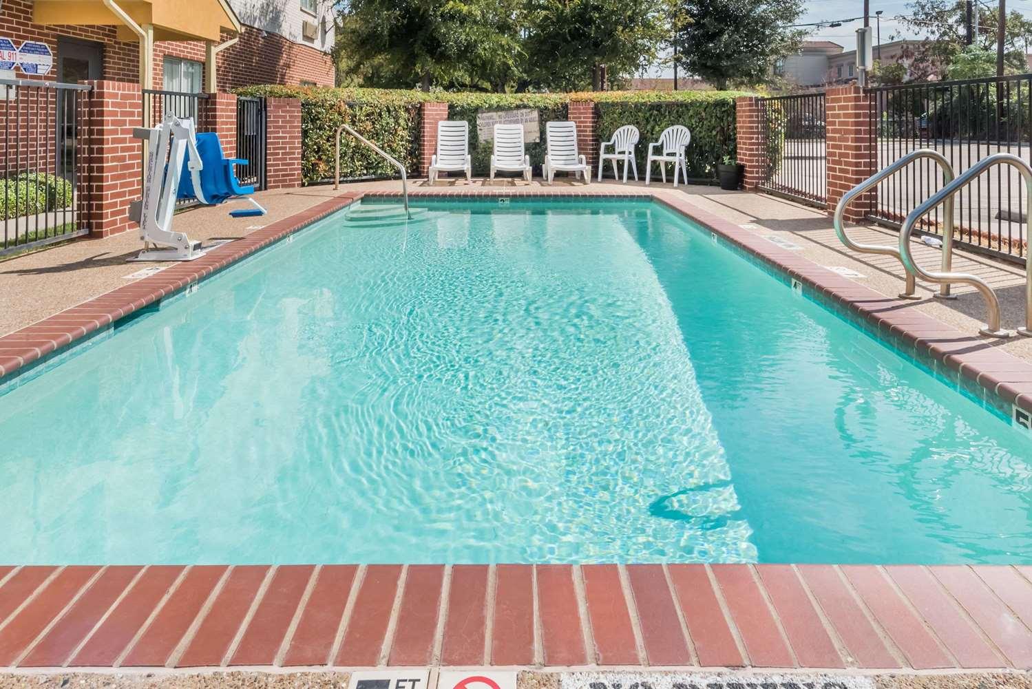 Pool - Days Inn & Suites Northwest Dallas
