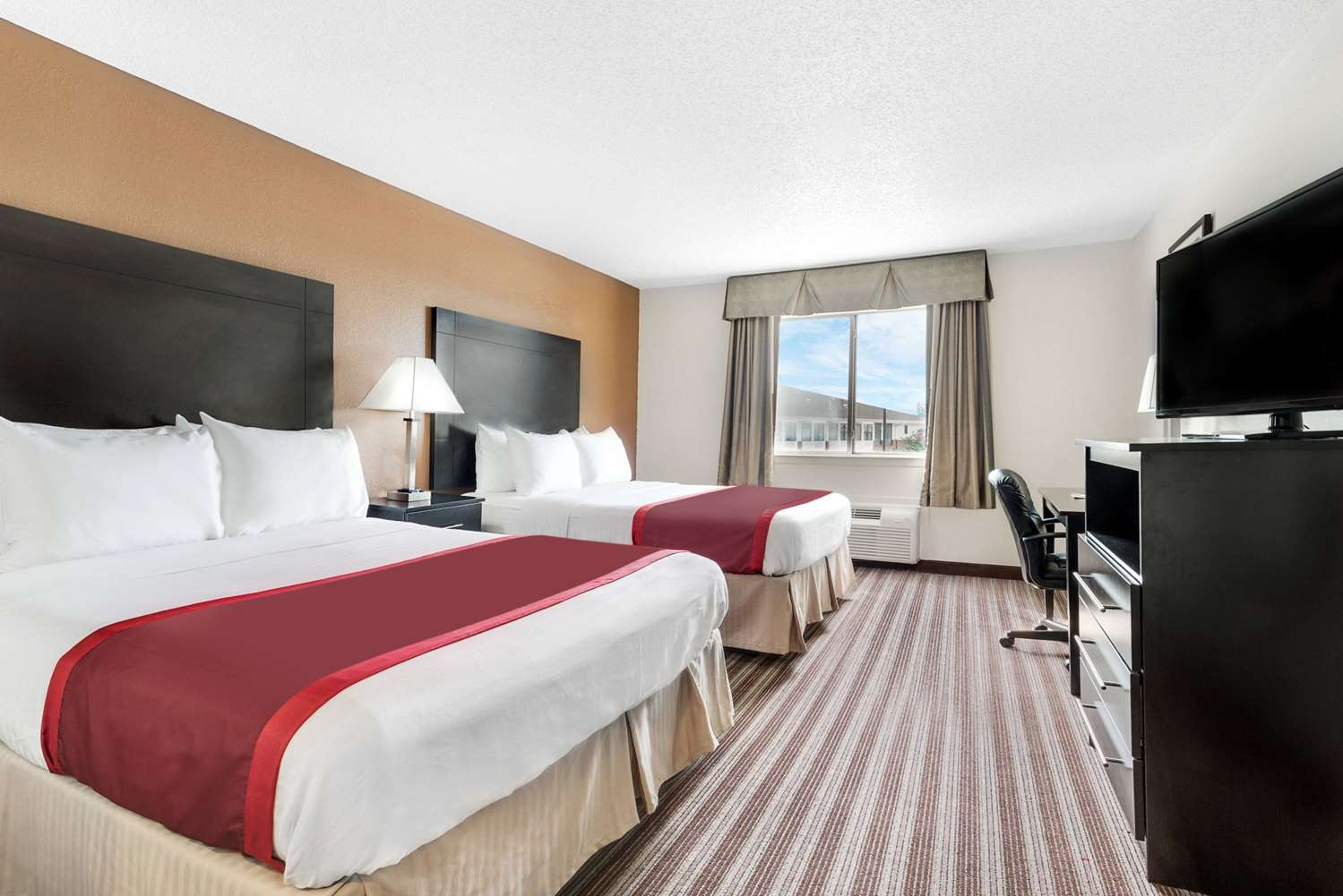 Room - Days Inn & Suites Northwest Dallas