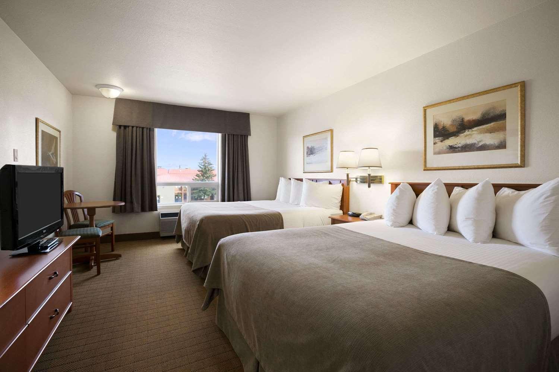 Room - Super 8 Hotel Slave Lake