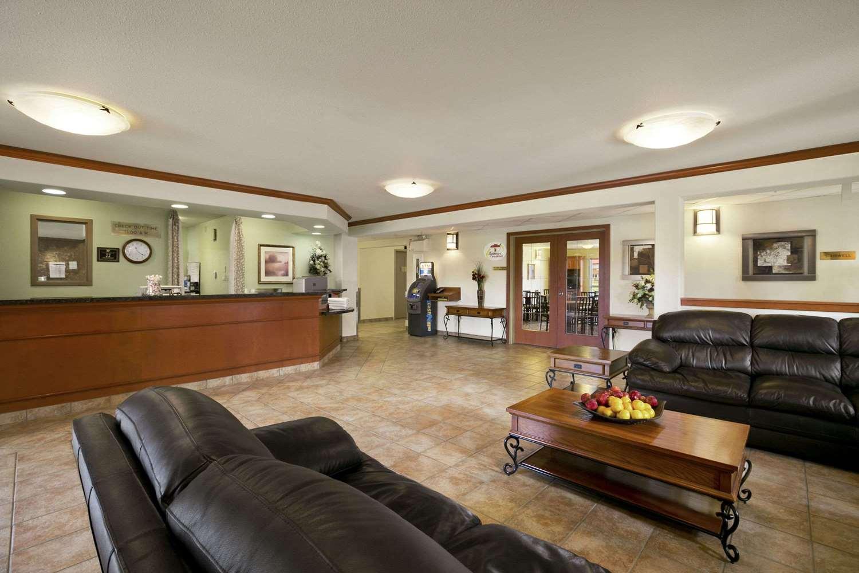 Lobby - Super 8 Hotel Slave Lake