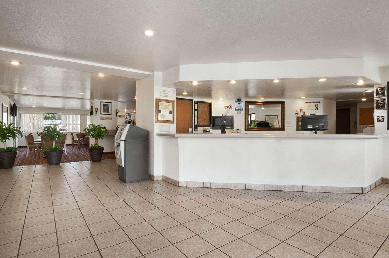 Lobby - Super 8 Hotel North Austin