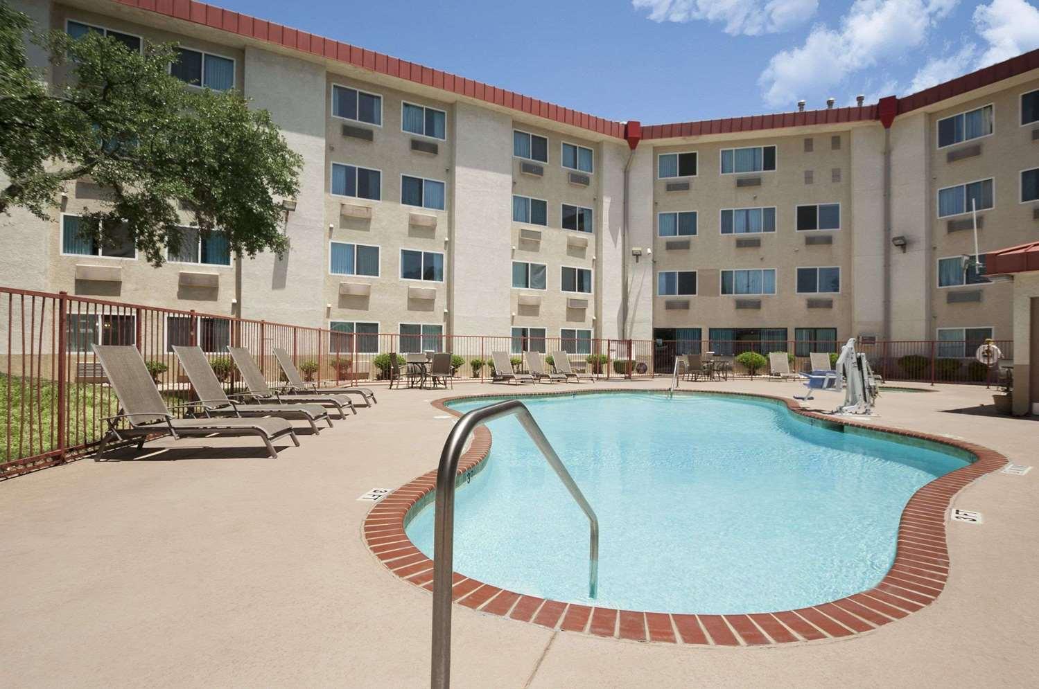 Pool - Super 8 Hotel North Austin
