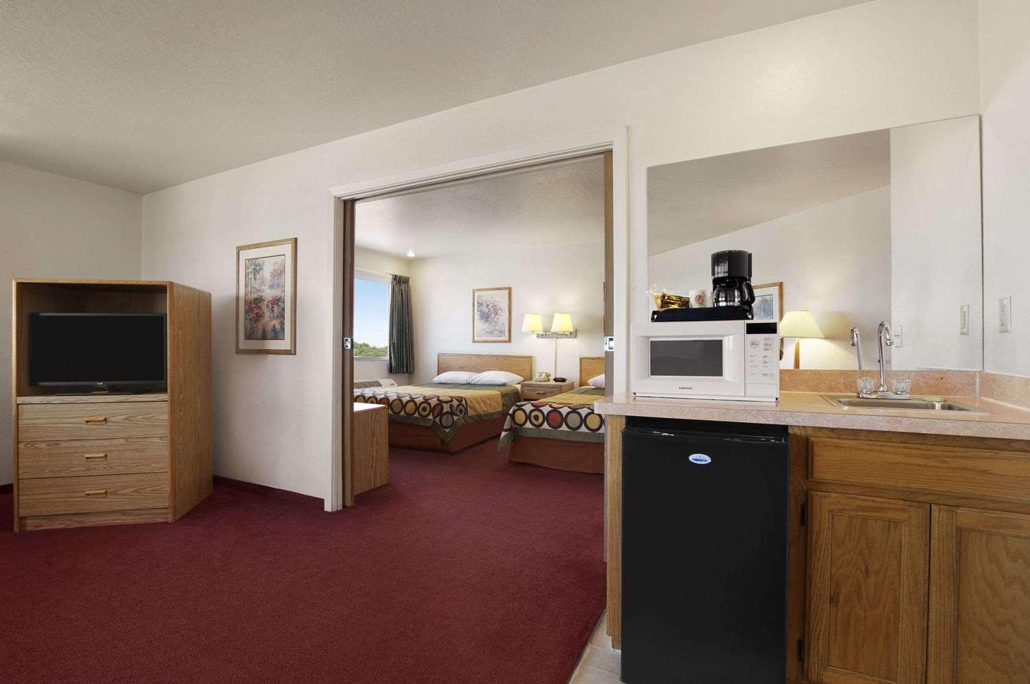 Suite - Super 8 Hotel North Austin
