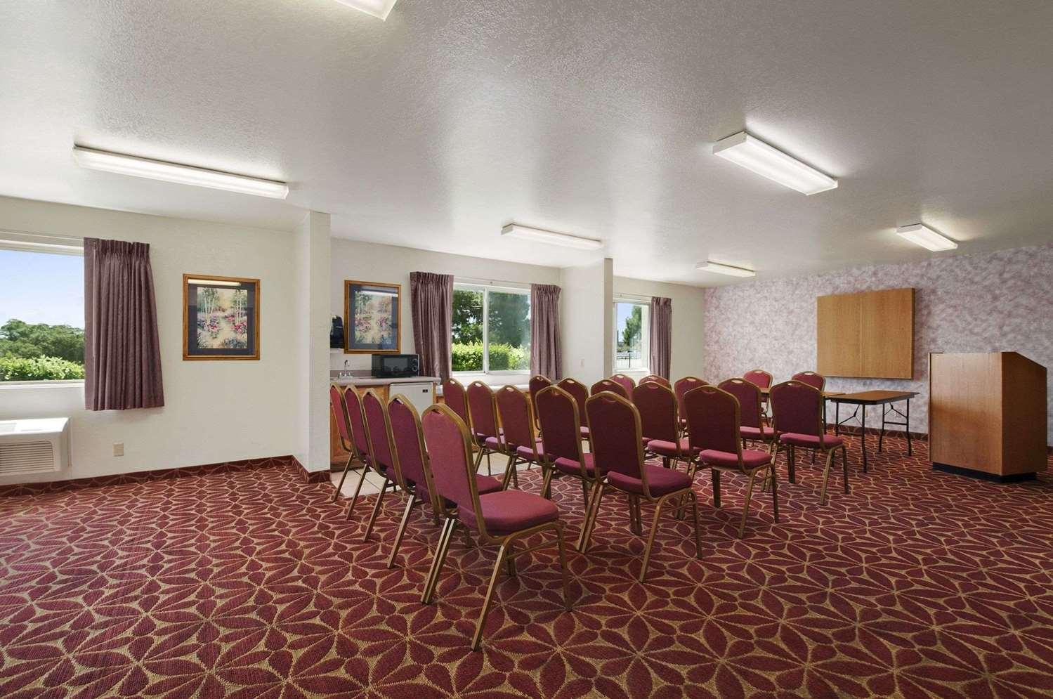 Meeting Facilities - Super 8 Hotel North Austin
