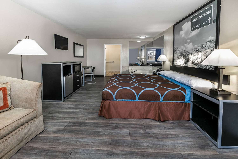 Room - Super 8 Hotel Southwest Arlington