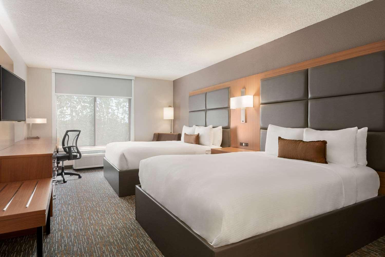 Room - Wingate by Wyndham Hotel Blue Ash