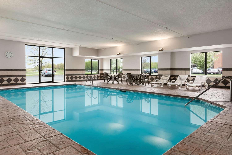 Pool - Wingate by Wyndham Hotel Blue Ash