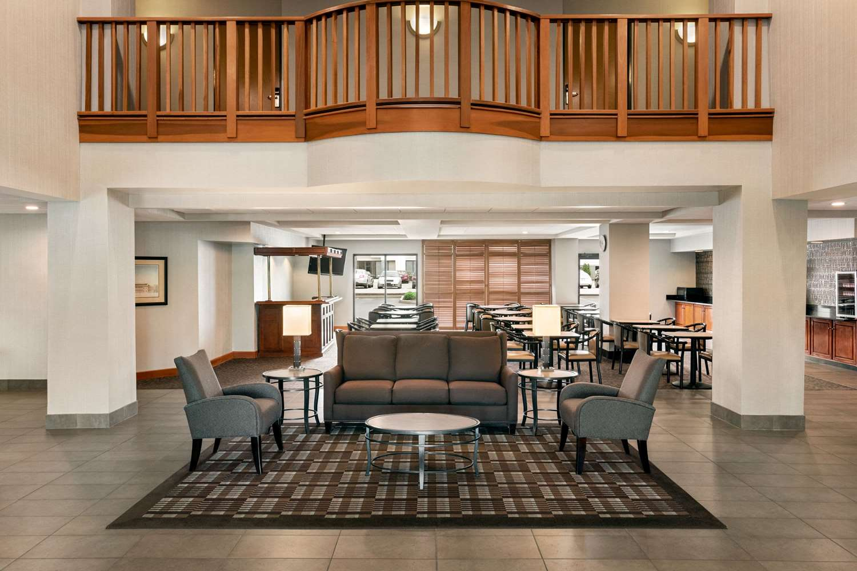 Lobby - Wingate by Wyndham Hotel Blue Ash