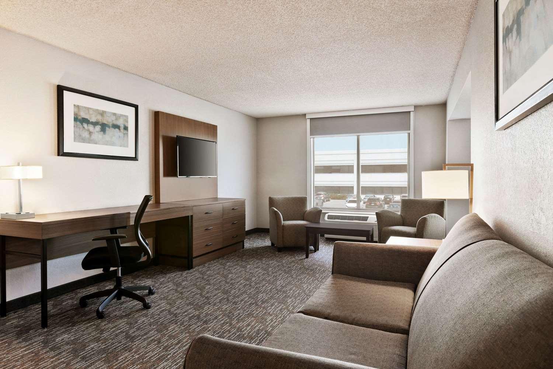 Suite - Wingate by Wyndham Hotel Blue Ash