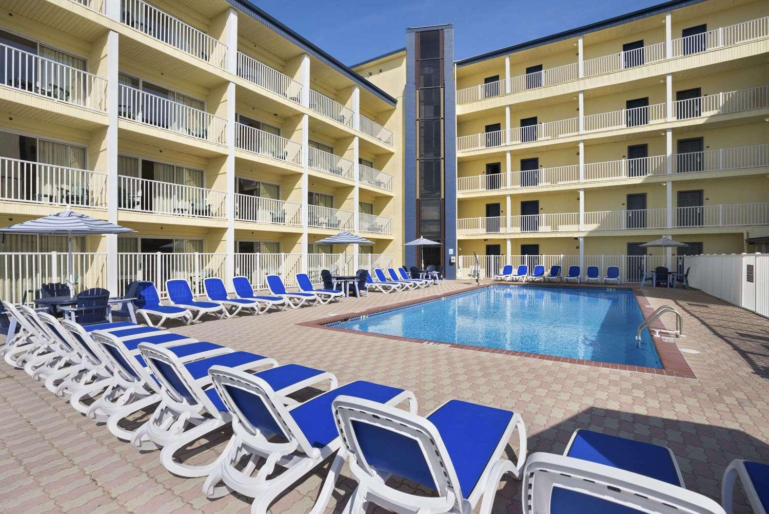 Pool - Howard Johnson Inn Ocean City