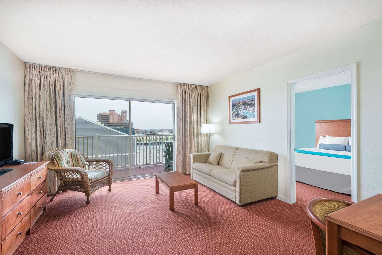 Suite - Howard Johnson Inn Ocean City