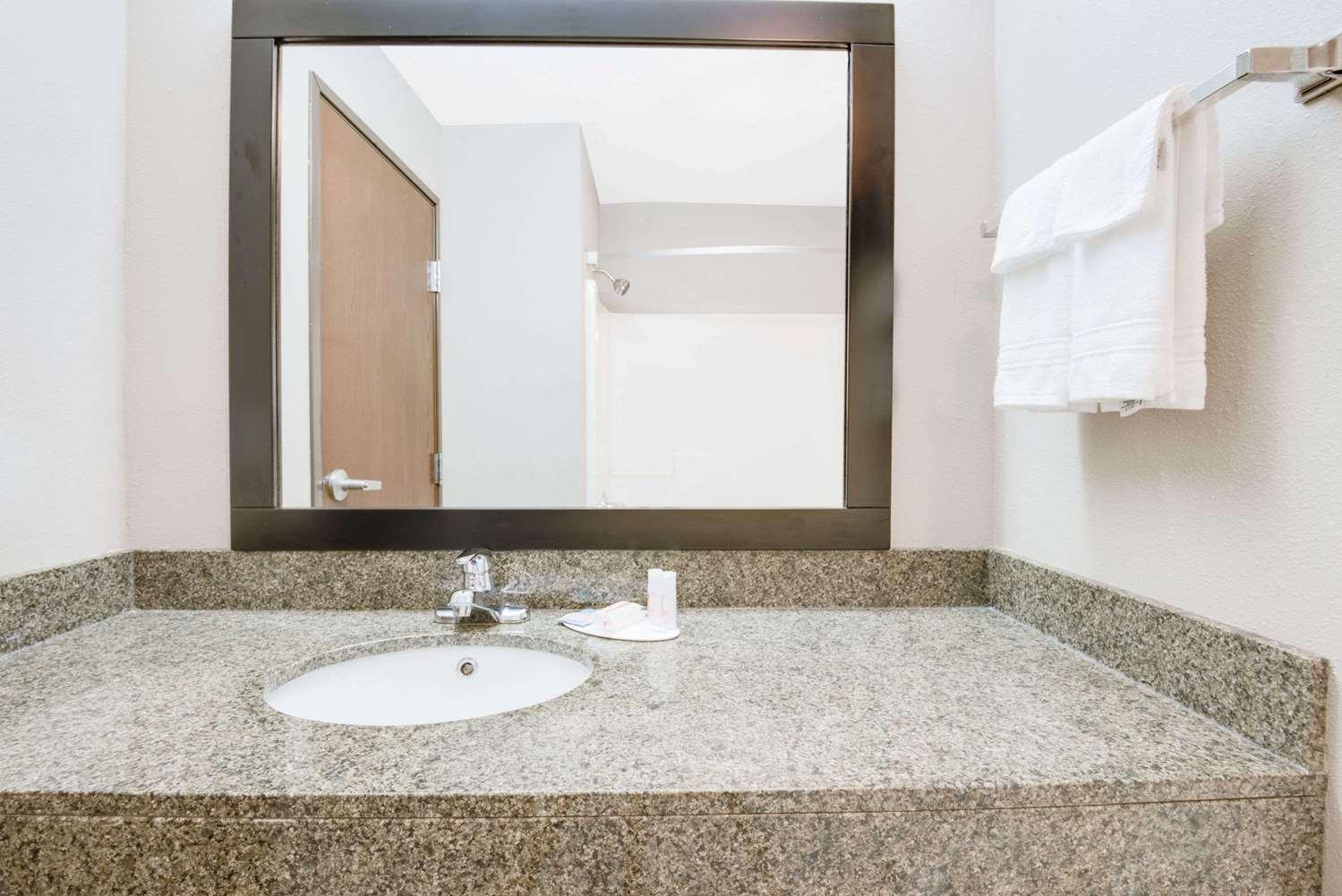 Room - Super 8 Hotel Monett