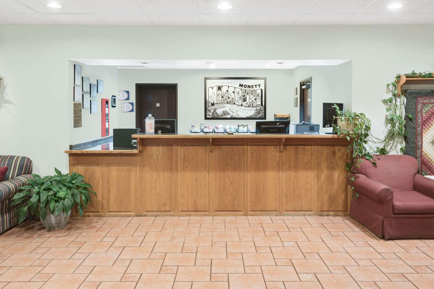 Lobby - Super 8 Hotel Monett