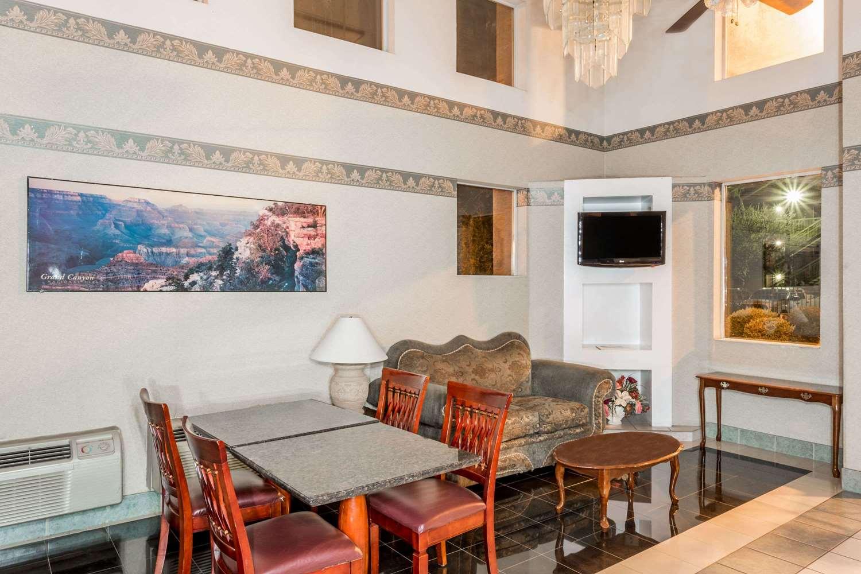 Lobby - Travelodge West Phoenix