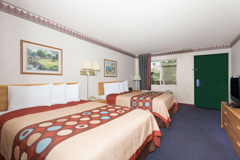 Room - Travelodge West Phoenix
