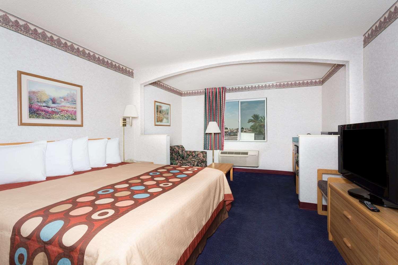 Suite - Travelodge West Phoenix
