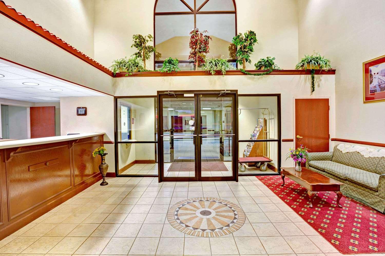 Lobby - Days Inn Shively