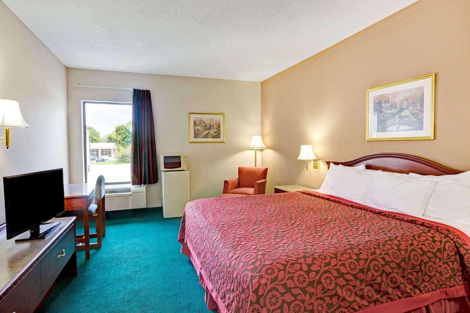 Room - Days Inn Shively