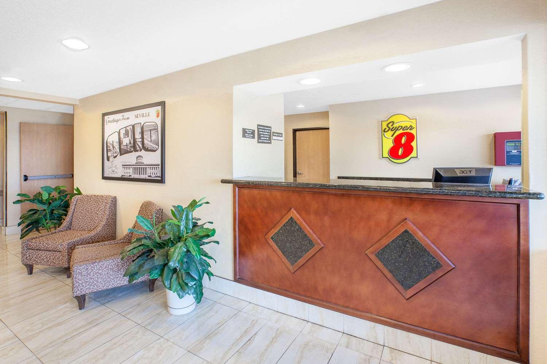 Lobby - Super 8 Hotel Seville