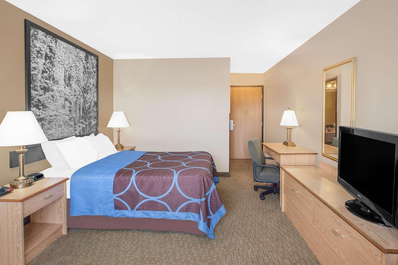 Room - Super 8 Hotel Seville