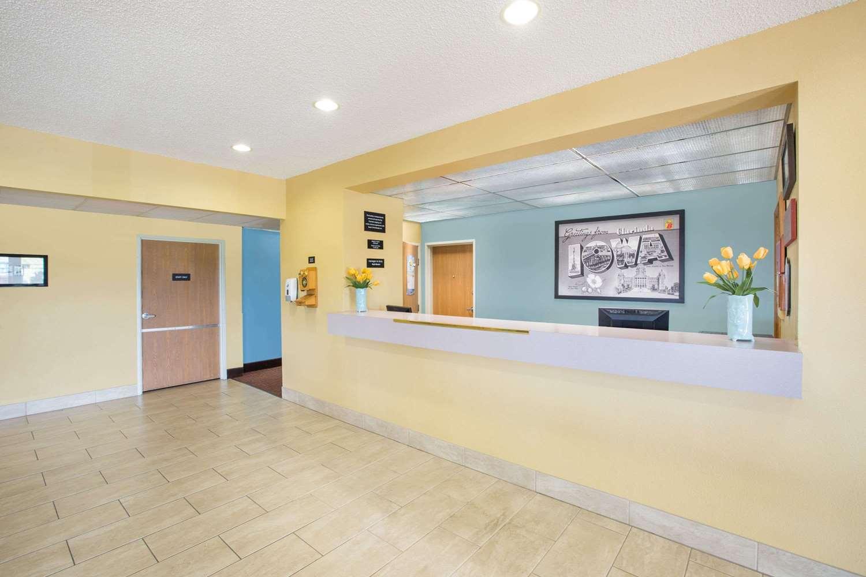 Lobby - Super 8 Hotel Clarinda
