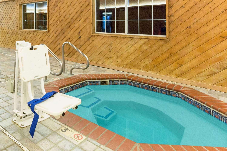 Pool - Super 8 Hotel Clarinda