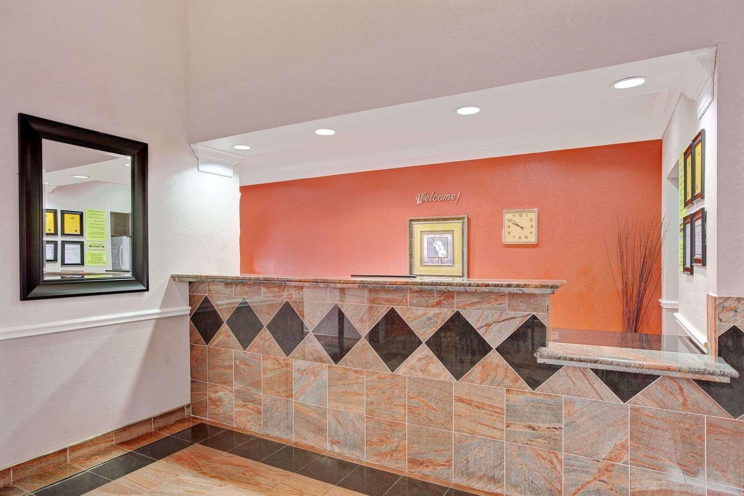 Lobby - Super 8 Hotel Galveston