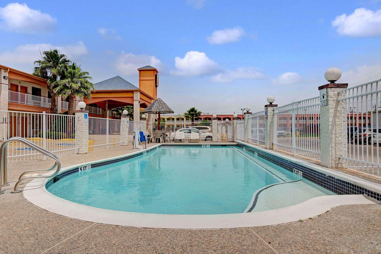 Pool - Super 8 Hotel Galveston