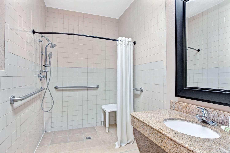 Room - Super 8 Hotel Galveston