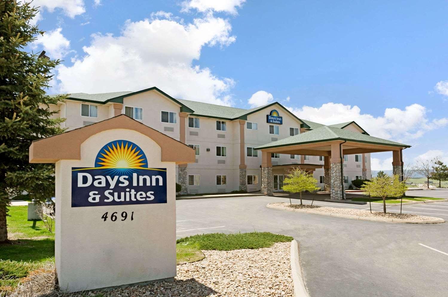 Exterior view - Days Inn & Suites Castle Rock