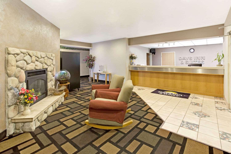 Lobby - Days Inn & Suites Castle Rock