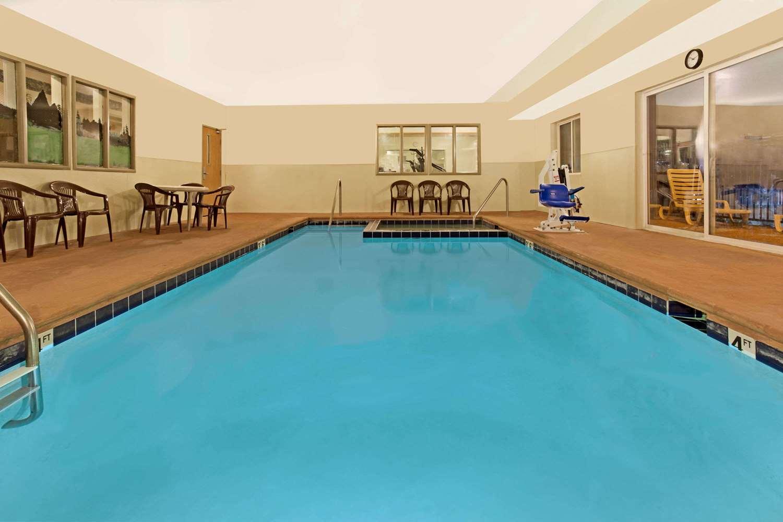 Pool - Days Inn & Suites Castle Rock