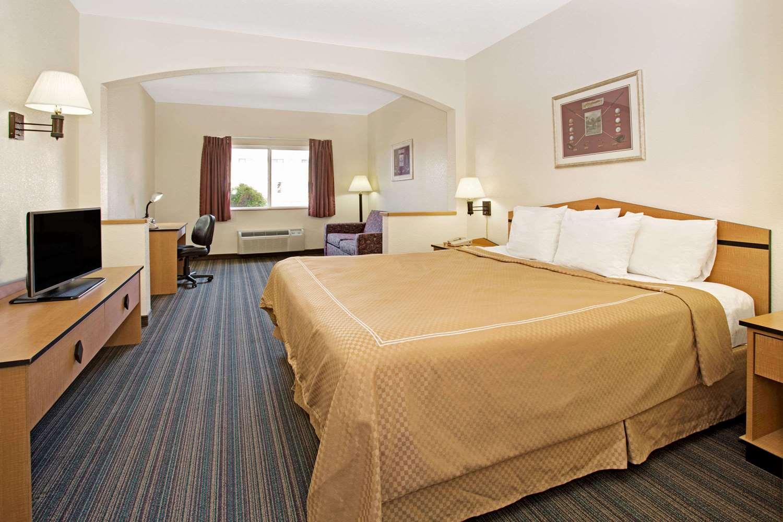 Suite - Days Inn & Suites Castle Rock