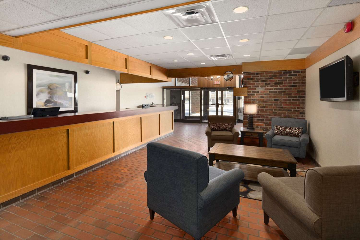 Lobby - Travelodge Thunder Bay