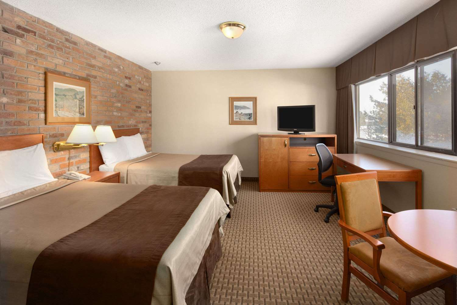 Room - Travelodge Thunder Bay