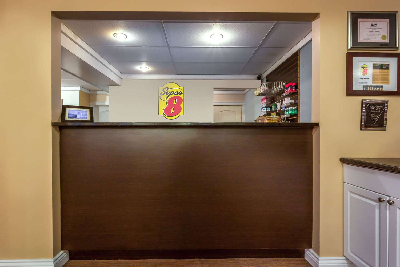 Lobby - Super 8 Hotel Duncan