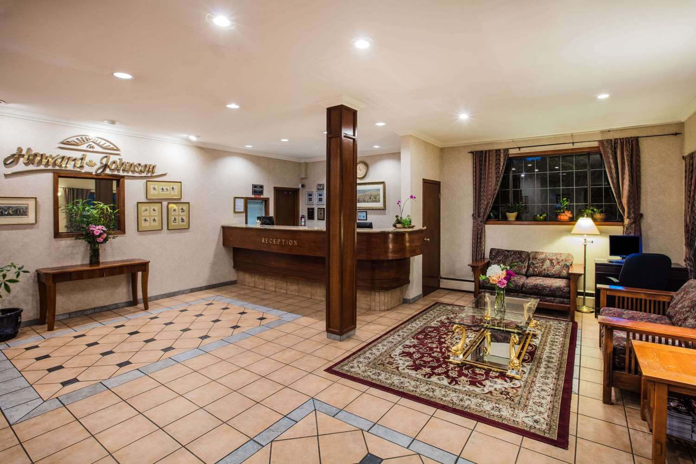 Lobby - Howard Johnson Hotel Victoria
