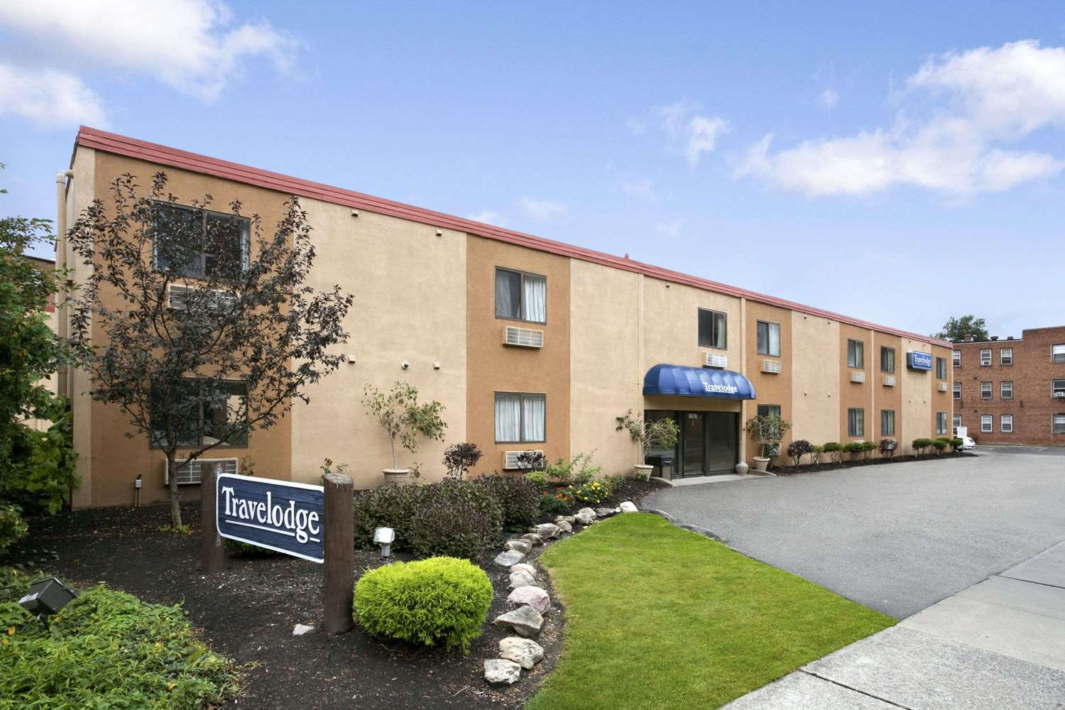 Exterior view - Travelodge Cleveland Lakewood