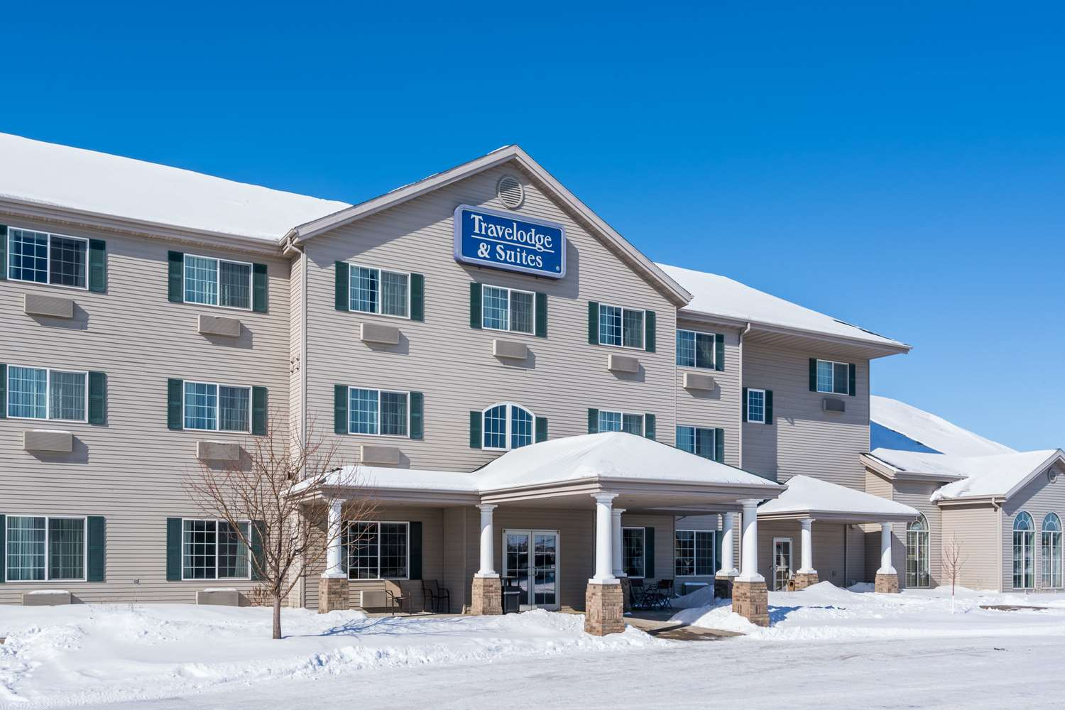 Exterior view - Travelodge Moorhead