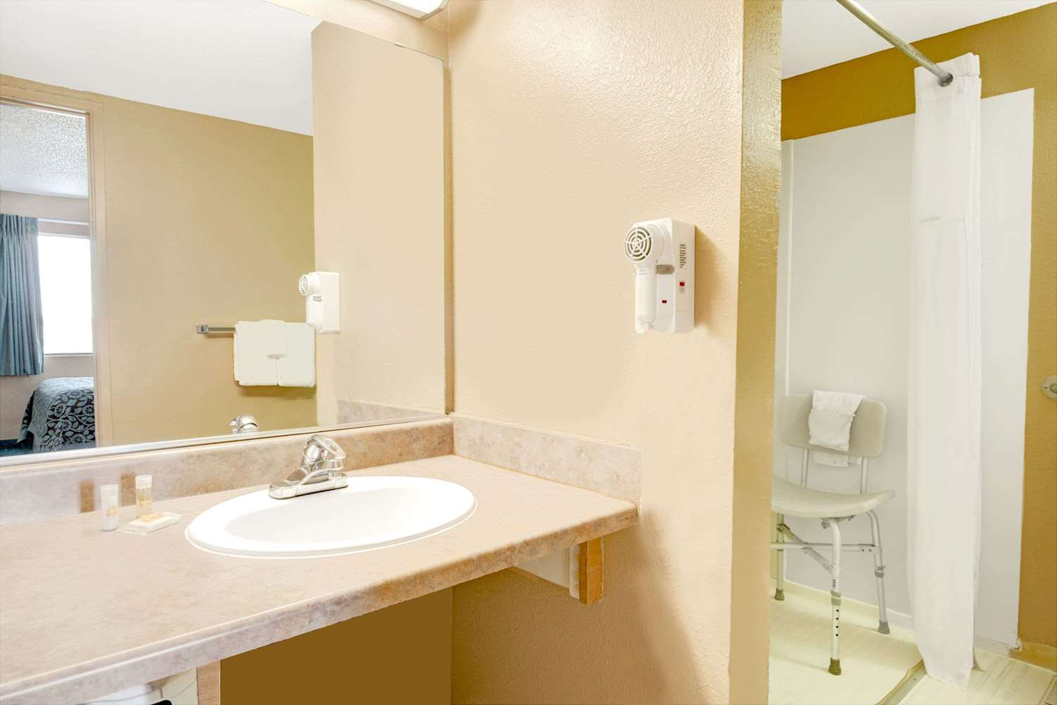 Amenities - Days Inn East El Paso