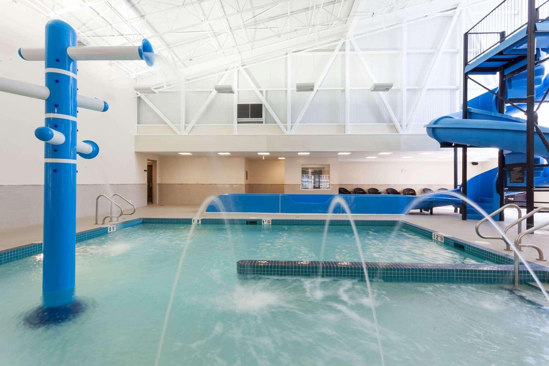 Pool - Super 8 Hotel Wetaskiwin