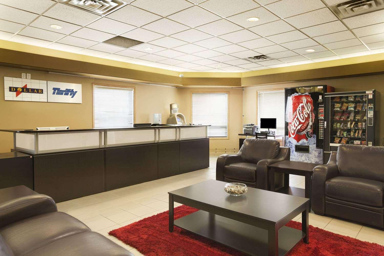 Lobby - Super 8 Hotel Edmonton Airport Leduc