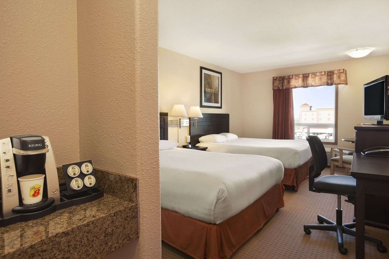 Room - Super 8 Hotel Edmonton Airport Leduc