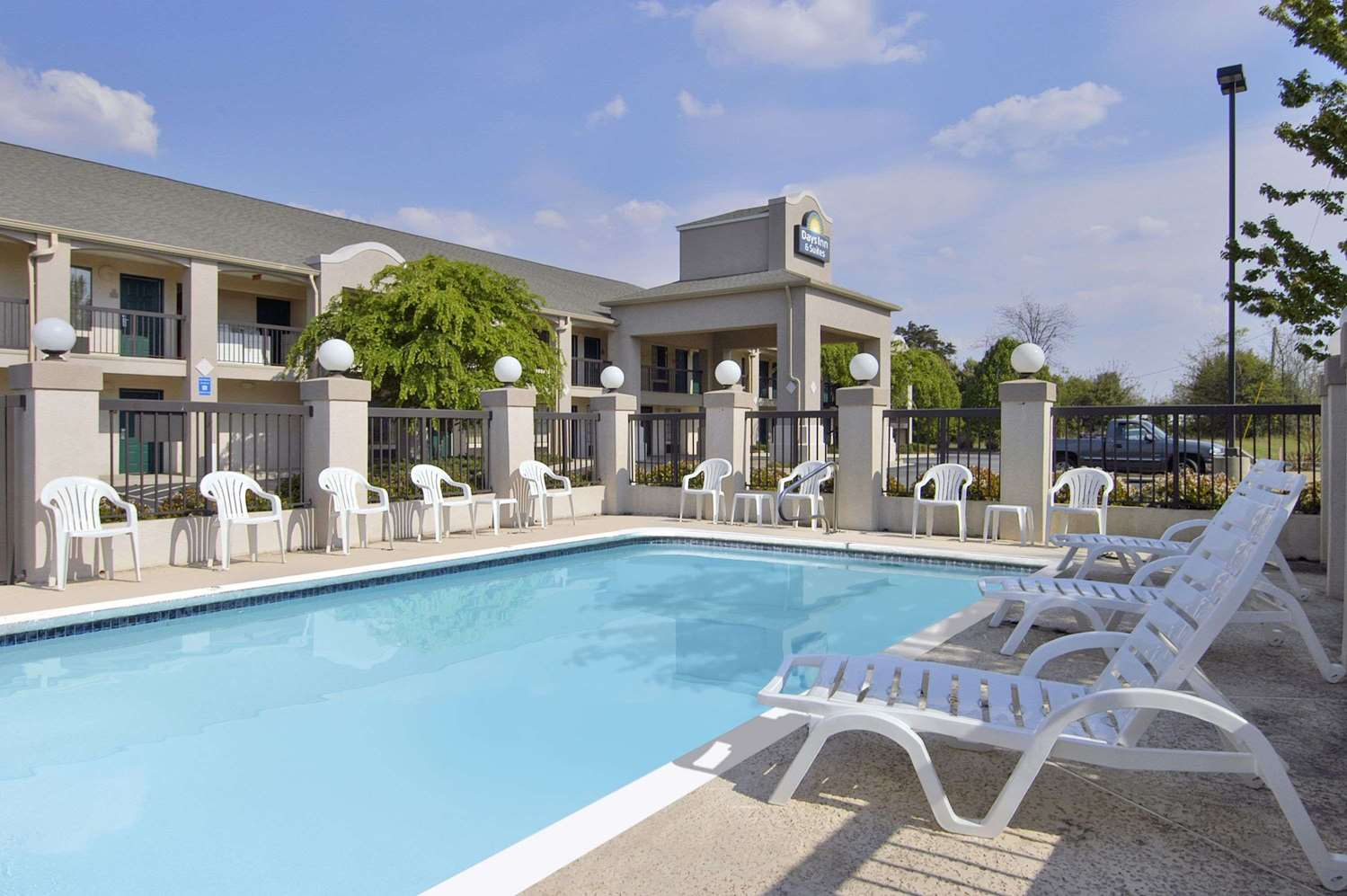 Pool - Days Inn & Suites Fort Valley