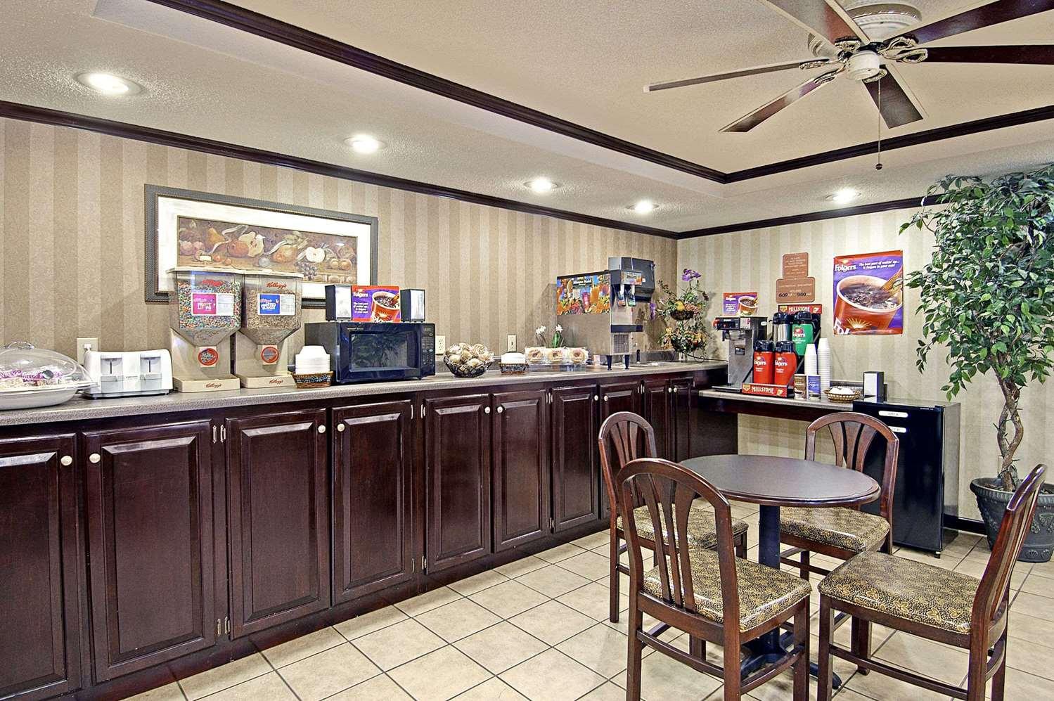 proam - Days Inn & Suites Fort Valley