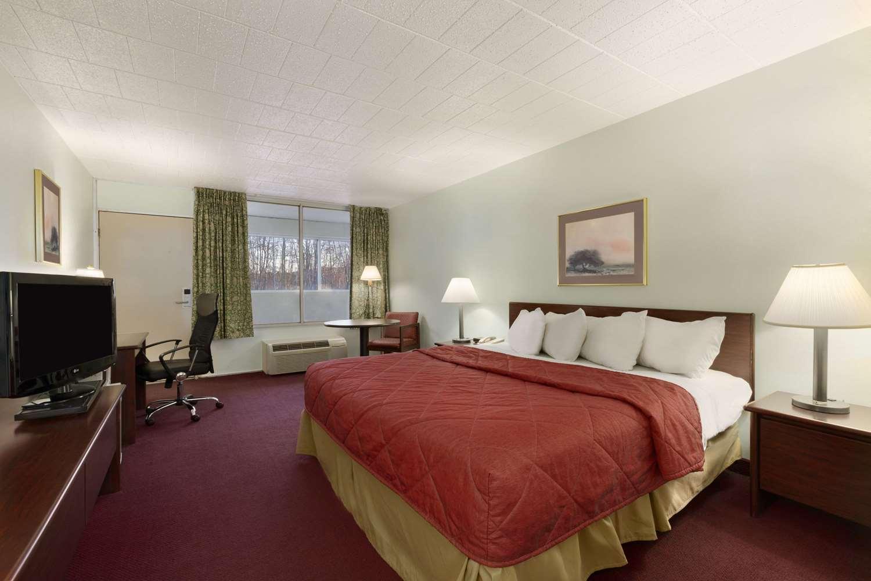 Room - Ramada Inn Hazleton