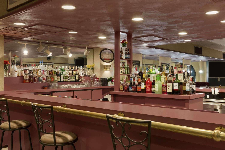 Bar - Ramada Inn Hazleton