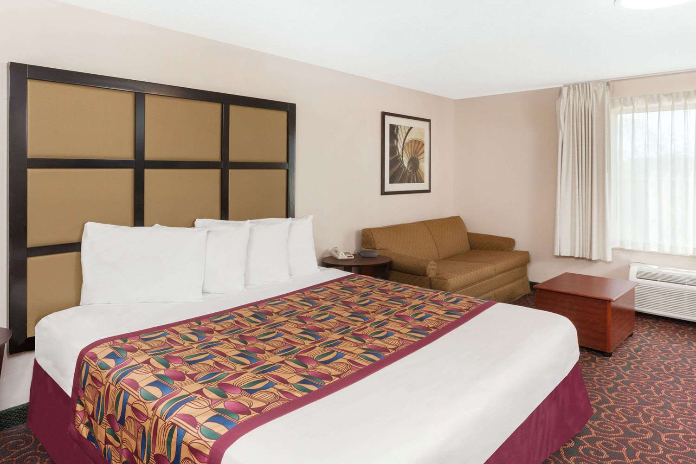Room - Baymont Inn & Suites Calumet City