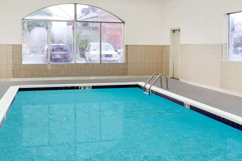 Pool - Baymont Inn & Suites Calumet City